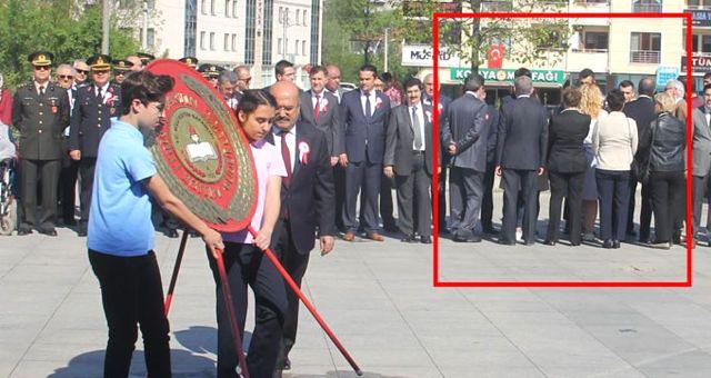 CHP'liler Bartın'da Milli Eğitim Müdürü'nü Sırtlarını Dönerek Protesto Etti!