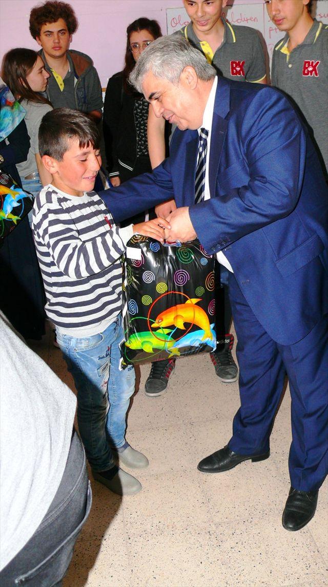 Tokat'ta Köy Okulundaki Öğrencilere Yardım