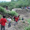 Öğrenci Servisine Toprak Yolda Zorlu Yolculuk