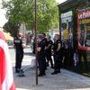 Fransa'da İndirilen Le Point Afişi, Belediye Başkanı ve Jandarmalar Eşliğinde Tekrar Asıldı