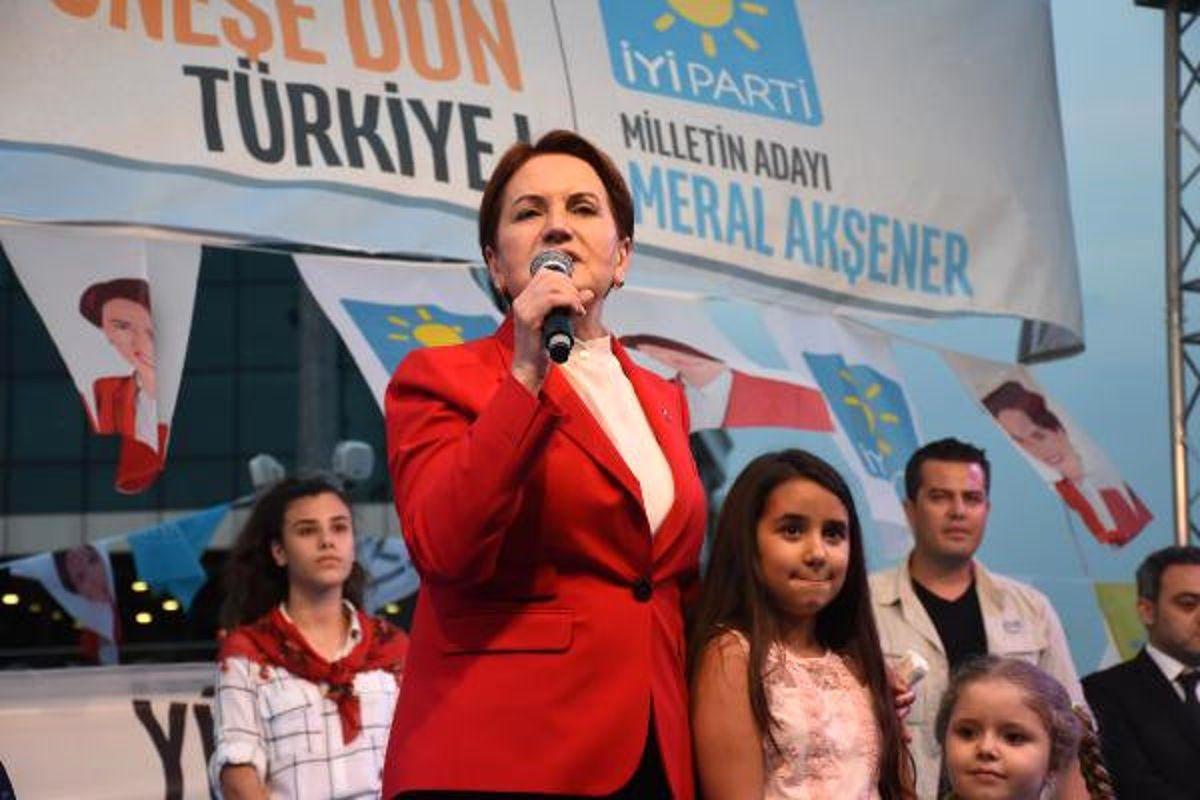 Akşener Gaziosmanpaşa'da İftar Programına Katıldı.