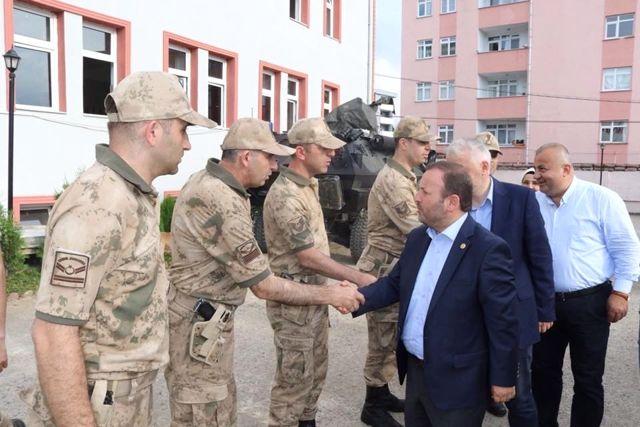 Milletvekili Öztürk, İki Teröristin Etkisiz Hale Getirildiği İlçedeki Askerleri Ziyaret Etti