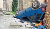 Genç Sürücü, 15 Metre Yükseklikten Apartman Boşluğuna Düşen Araçtan Sağ Çıktı