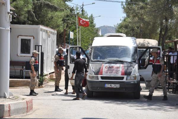 Kapatılma Kararı Alınan Sığınmacı Kampları Boşaltılıyor
