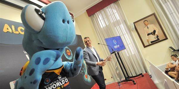 2018 Dünya Kupası'nın Maskotu Kaplumbağa Tina Oldu