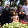 Cumhurbaşkanı Yardımcısı Oktay'dan Şehitlik Ziyareti