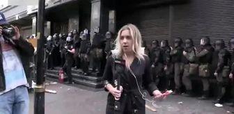 Kadın Muhabir, Canlı Yayında Öfkeli Grubun Saldırısına Uğradı