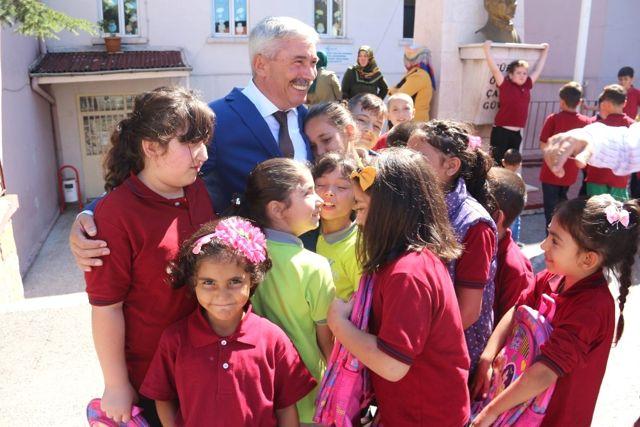 Kozlu Belediyesi Kırtasiye Yardımı Yaptı