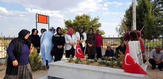Ak Partili Kadınlar Afrin Şehidinin Ailesini Ziyaret ...