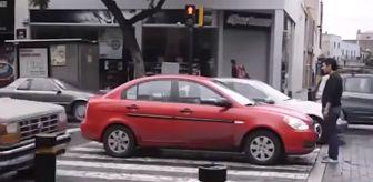 Rusya'da Genç Adam, Yaya Geçidini İhlal Eden Aracın Önüne Geçip Hareket Etmesini Engelledi