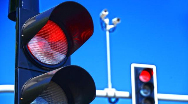 Trafik Cezalarının Tutarında Artış Yapılmasına İlişkin Teklif Meclis Başkanlığına Sunuldu. Karayolları Kanunu'nda değişiklik teklifi Meclis Başkanlığına sunuldu. Emniyet şeridi ihlali yapanlara ve makas atanlara 1002 lira, cep telefonuyla konuşanlara 235 lira ceza verilecek. | Sungurlu Haber