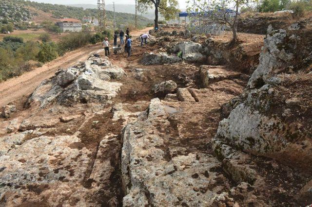Roma Dönemi Kaya Mezarlarında Kazı Çalışmaları