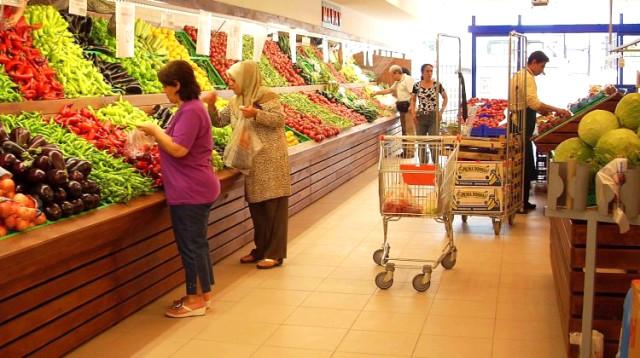 Tüketici güven endeksi Ekim'de yüzde 3,4 azalarak 57,3 oldu. Böylece tüketici güven endeksi son 10 yılın en düşük seviyesini gördü. | Sungurlu Haber