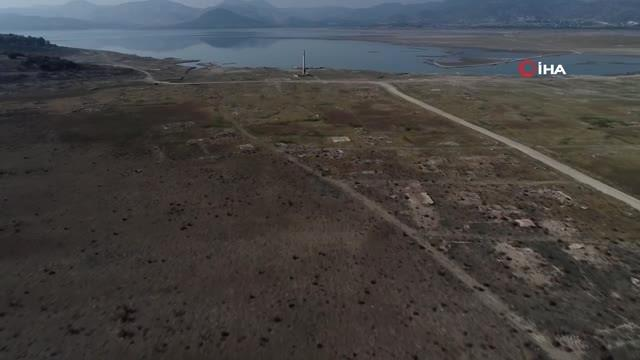 İzmir'in O Barajında Sular Çekildi, Bir Köy Ortaya Çıktı