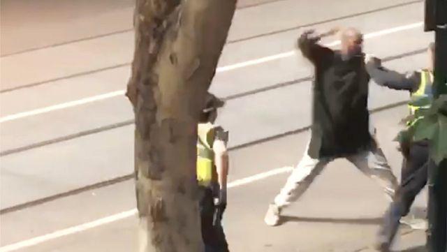 Avustralya'da Bıçaklı Saldırı: Polisin Vurduğu Saldırgan Hastanede Öldü