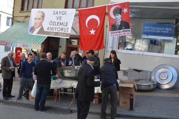 Bilecik'te Esnaf Atatürk İçin Helva Dağıttı