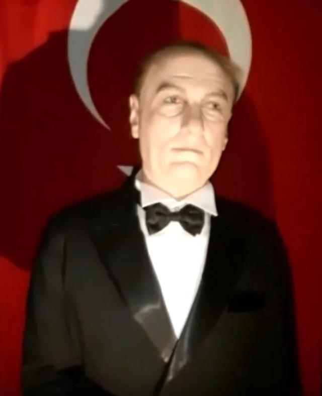 AVMde Atatürke benzemeyen heykel: Mustafa Cengize daha çok benziyor 41