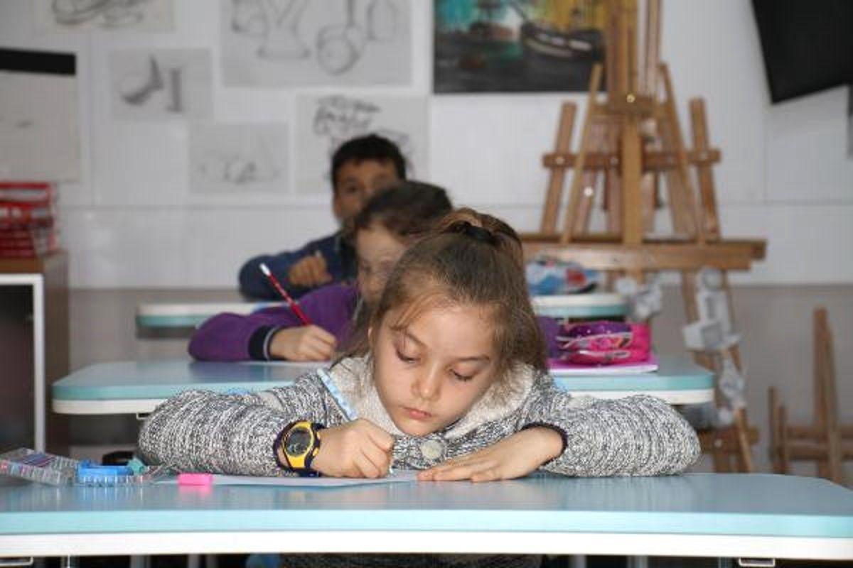 Çocuklar, Savaşın Çocuklarını Resmetti