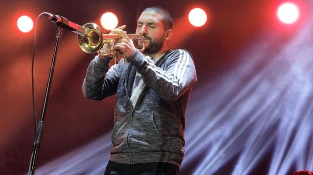 Ünlü müzisyen İbrahim Maaloufa 14 yaşında bir kız çocuğunu taciz ettiği gerekçesiyle hapis cezası verildi 96