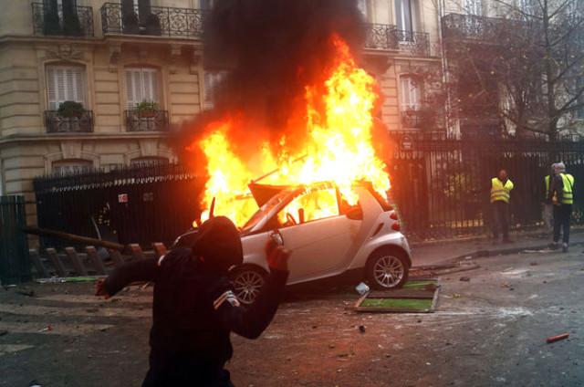 Fransa savaş alanına döndü! Yetkililerden OHAL sinyali…