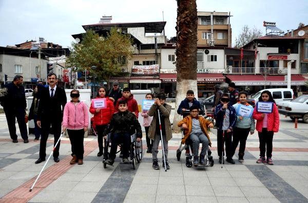 Görme Engelli Öğretmenden, Engelliler Günü Farkındalığı
