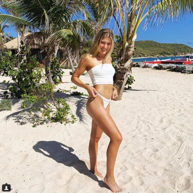dunyaca-unlu-tenisci-cesur-pozlariyla-11505102_873_m.jpg
