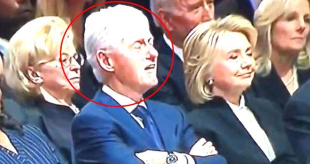 Baba Bush'un Cenaze Töreninde Uyuyan Bill Clinton ve Joe Biden, Dünyanın Gündemine Düştü