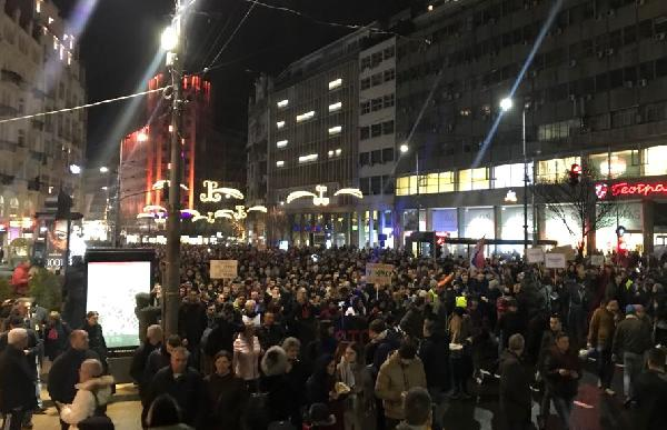 Sırbistan Cumhurbaşkanı ve Hükumet, Belgrad'da Protesto Ediliyor