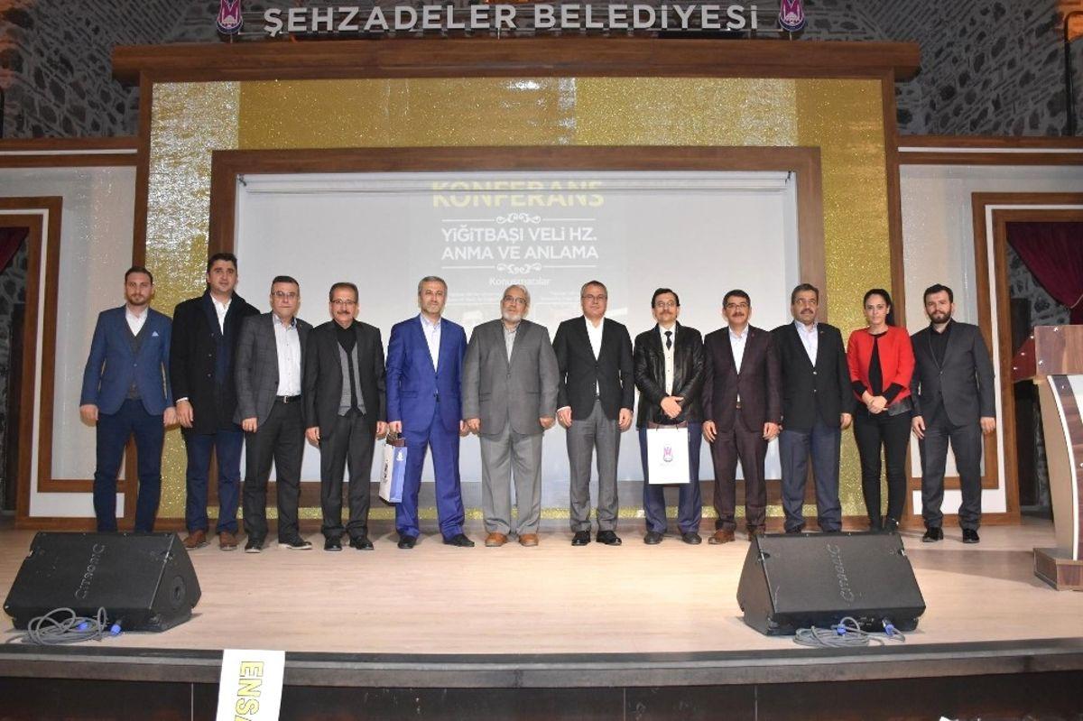 Şehzadeler'in 'Yiğitbaşı Veli'yi Anlama' Konferansı Yoğun İlgi Gördü