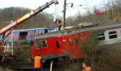 Dha Dış - Rusya'da Toprak Kayması Sonrası Raylardan Çıkan Tren, Yola Devrilmek Üzereyken Durdu