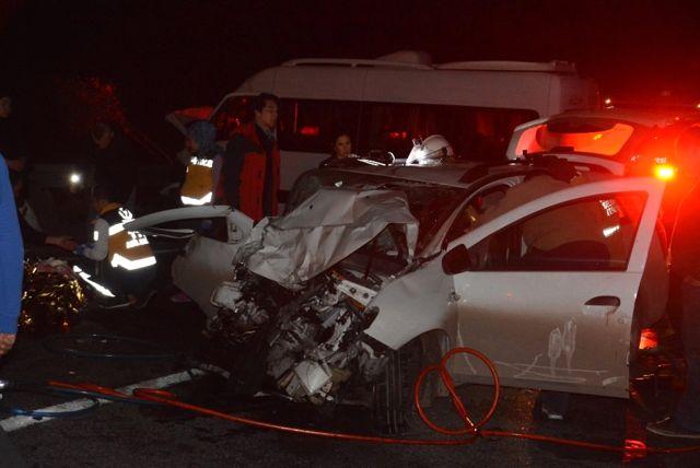 4 Aracın Karıştığı Zincirleme Trafik Kazasında 10 Kişi Yaralandı
