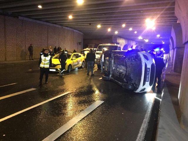 Dur' İhtarına Uymayan Sürücüyü Kovalayan Polis Aracı Kaza Yaptı