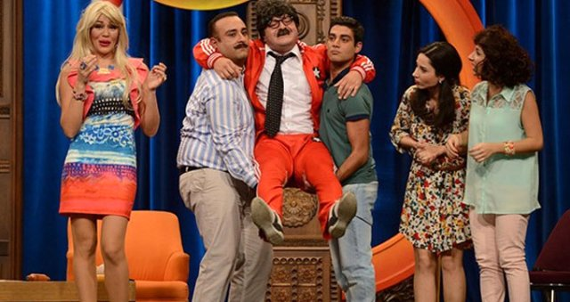 Özgün Aydın: Güldür Güldür Show'un Oyuncusu Özgün Aydın, Taksi Şoförünü