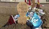 Ozan Arif'in Mezarına Dünyanın Birçok Yerinden Toprak Getirildi