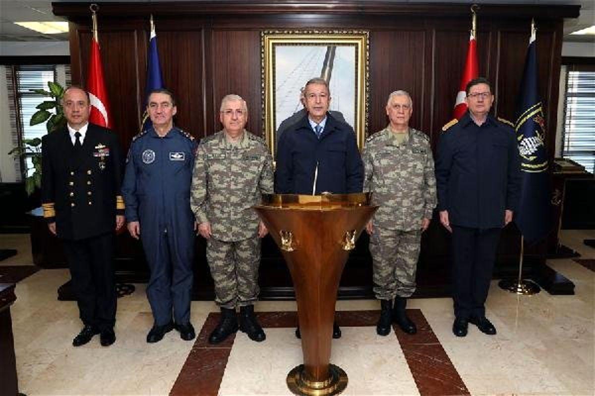 Bakan Akar'dan Gölcük'teki Donanma Komutanlığı'na Ziyaret