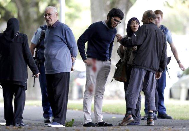 Yeni Zelanda'daki cami saldırısını gerçekleştiren caninin, YouTube sayfasından 70 sayfalık bir manifesto yayınlandığı ortaya çıktı. Saldırıyı 2 yıl önce planlayan Brenton Tarrant'ın manifestosunda Türklerle ilgili tehdit içeren bir bölüm de yer alıyor. Ayrıca saldırıda 2 Türk'ün yaralandığı ortaya çıktı. (Saldırıda hayatını kaybedenlere Allah'tan rahmet, yaralılara acil şifalar diliyoruz.) | Sungurlu Haber
