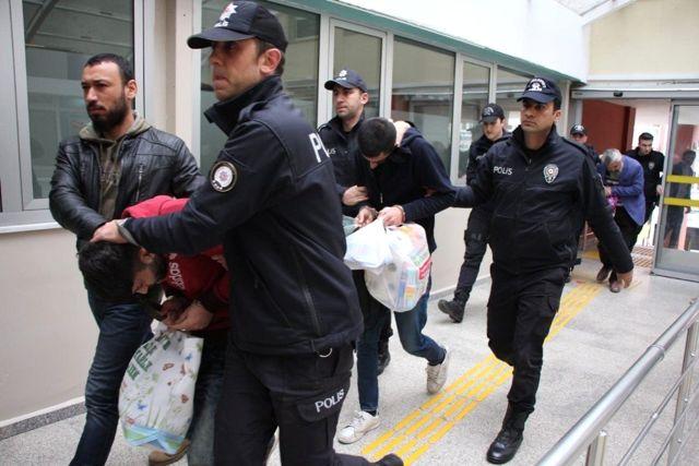 Hdp Mitinginde Öcalan Lehine Slogan Atan 7 Kişi Tutuklandı