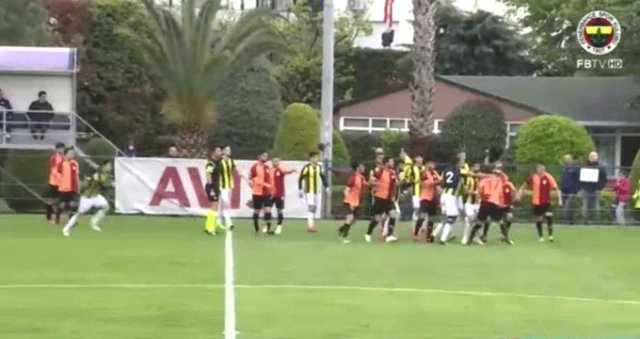 Fenerbahçe-Galatasaray U21 Derbisinde Büyük Kavga Çıktı 4