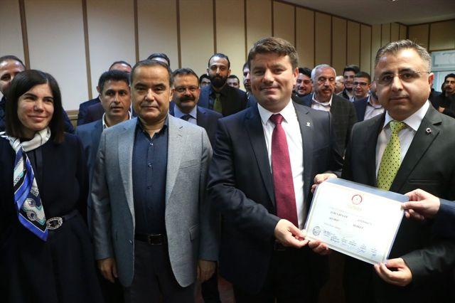 Aksaray Belediye Başkanı Dinçer Mazbatasını Aldı