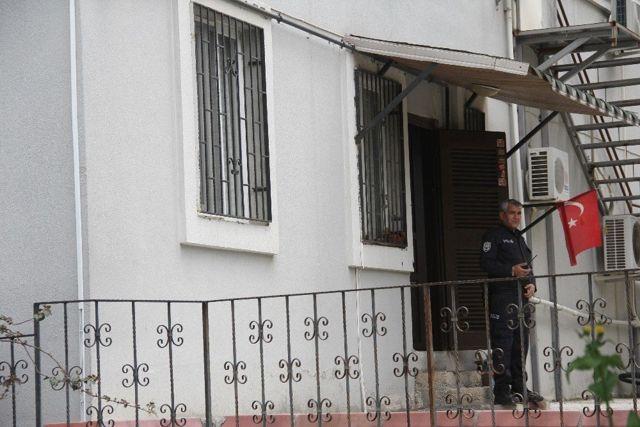 Apartman görevlisi evinde ölü bulundu ile ilgili görsel sonucu