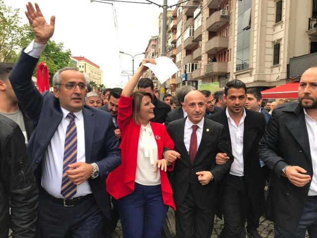 İzmit Belediye Başkanı Hürriyet, Mazbatasını Aldı