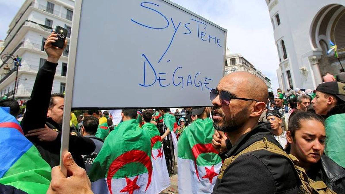 Cezayir'de Eski Başbakan ve Maliye Bakanı Yolsuzluk Soruşturması Kapsamında Mahkemeye Çağrıldı