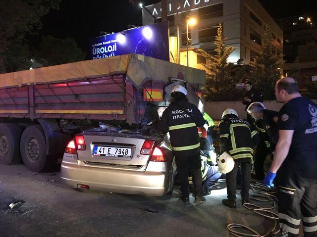 Güncelleme - Kocaeli'de Trafik Kazası: 2 Ölü