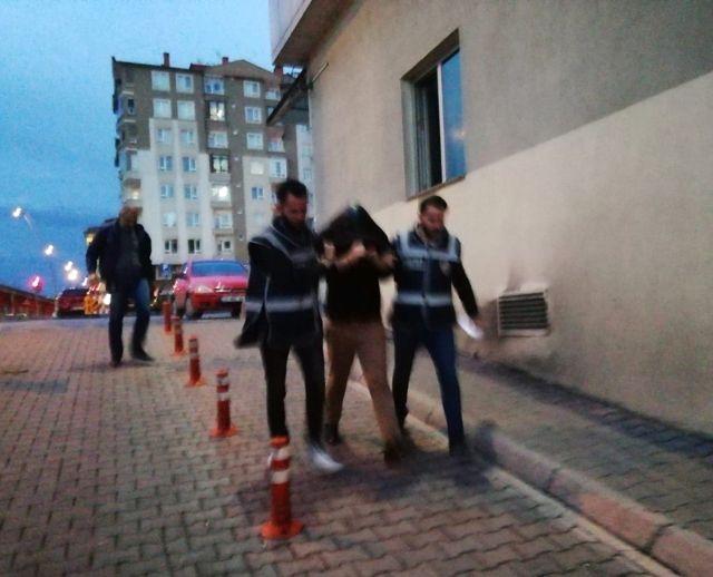 Dur' İhtarına Uymayan ve Polis Aracını Sıkıştıran Şahıs Yakalandı