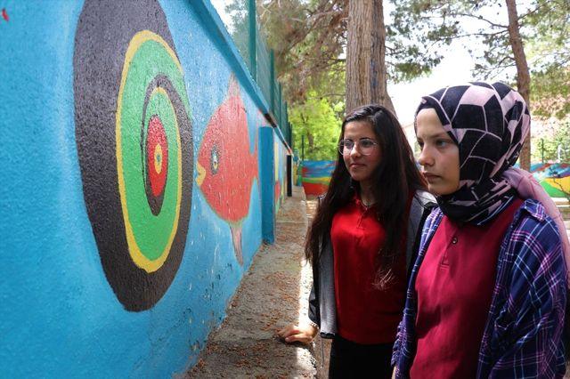 Burdur'da Okul Bahçesi Duvarı Tuval Oldu