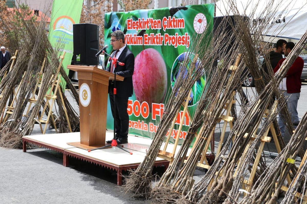 Eleşkirt İlçemizde 7500 Adet Fidan Dağıtımı Töreni Yapıldı
