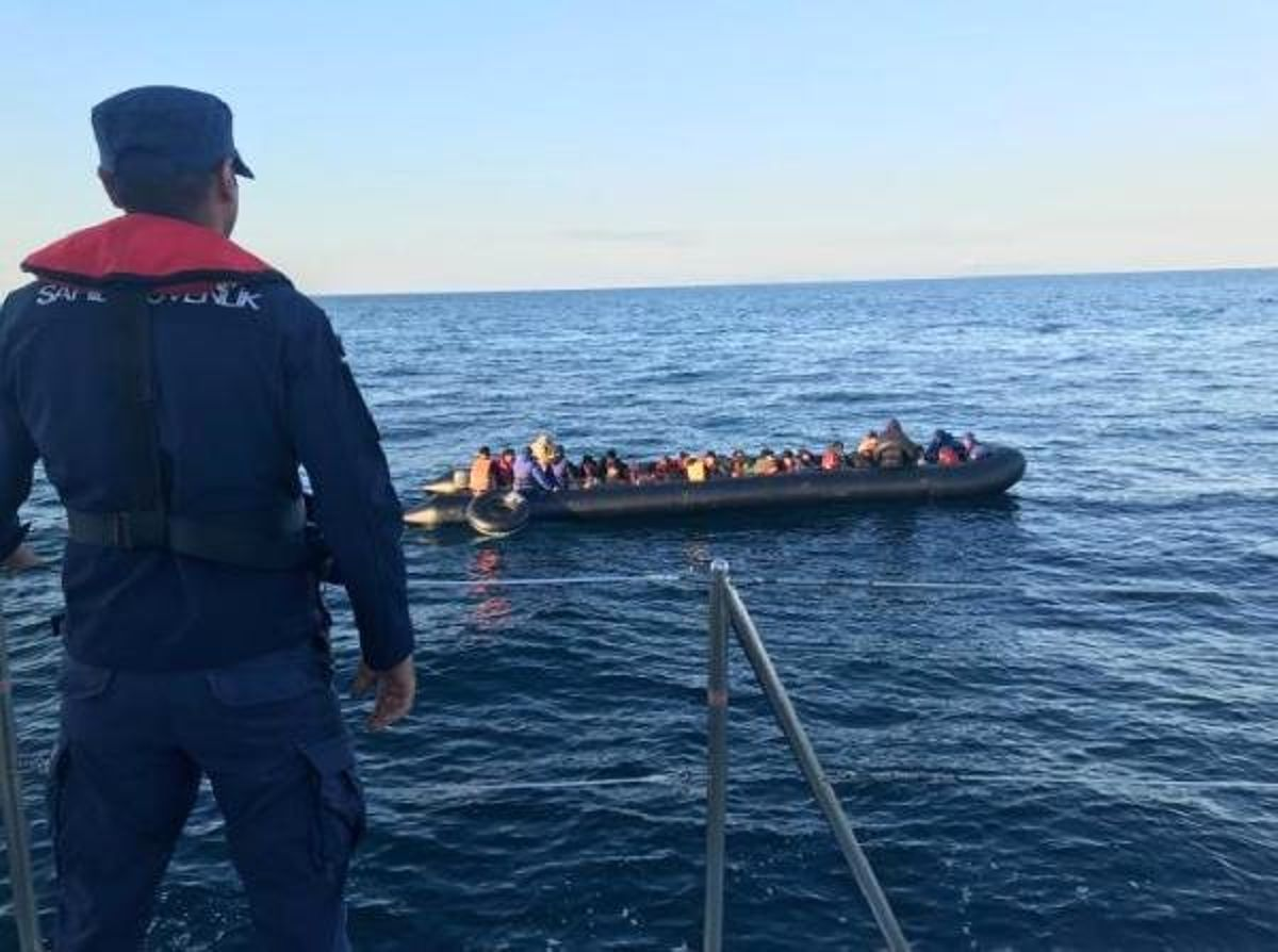 Enez'de, lastik botta 36 kaçak yakalandı