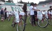 Nilüfer'de 'en çalışkan'lara karne hediyesi bisiklet