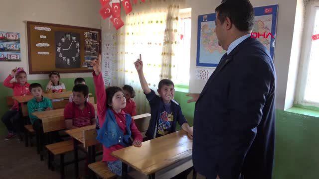 ŞANLIURFA Şehit öğretmen Necmettin Yılmaz'ın öğrencileri, ilkokuldan mezun oldu