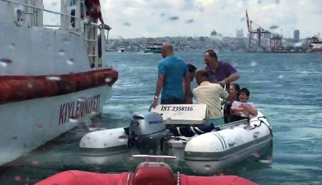 Kadıköy can pazarı! Tekne devrildi